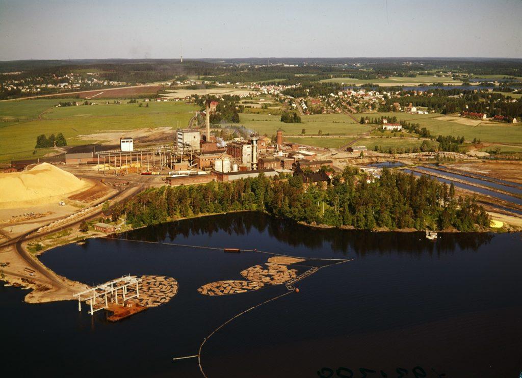 Ilmakuva Hiedanrannan tehdasalueesta 1970-luvulla